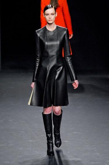 Calvin Klein, abito in pelle con pannelli
