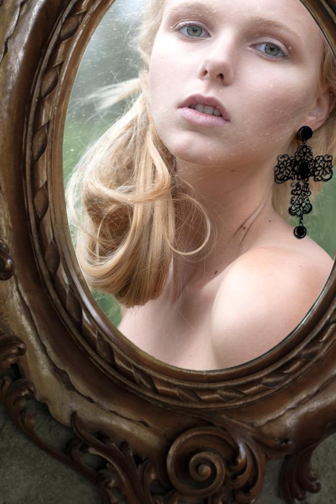 Luca Meneghel, Into the mirror