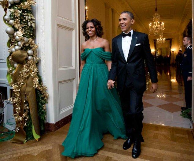 Elegantissima, in Marchesa, lo scorso dicembre mentre entra alla Casa Bianca per il 2013 Kennedy Center Honores. Foto Ap